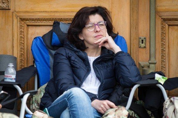 Садовый прибыл под Администрацию Президента, чтобы пообщаться собъявившими голодовку нардепами