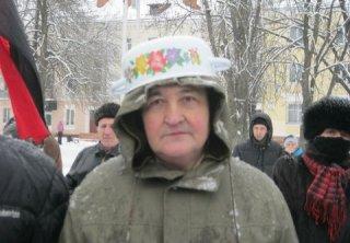 Активисты Хмельницкого Евромайдана в знак протеста против новых законов вышли на митинг в кастрюлях и касках